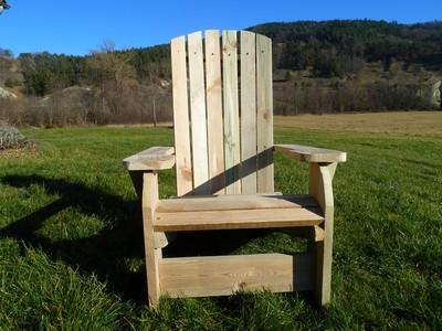 Fauteuil de jardin en bois style americain for Fauteuil de jardin en bois